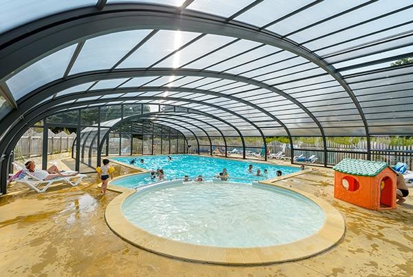 autre vue de la piscine couverte