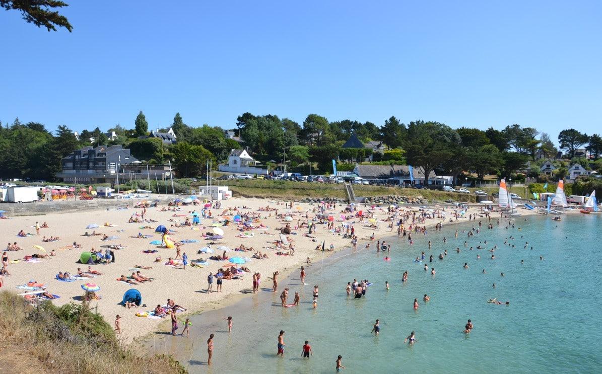 plage de Kerfany en été